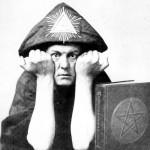 Aleister Crowley - cca. 1910 e.v. - Fazendo o Sinal de Pã