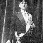 Aleister Crowley - cca. 1913 e.v. - Com Paramentos Maçônicos