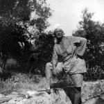 Aleister Crowley - cca. 1921 e.v. - Na Abadia de Thelema, que foi fundada em em Cefalú, uma comunidade italiana da região da Sicília, província de Palermo