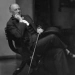 """Aleister Crowley - cca. 1929 e.v. - Em seu apartamento em """"Jermyn Street"""""""