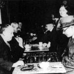 Aleister Crowley - cca. 1930 e.v. - Uma partida amigável de xadrez com o poeta português, Fernando Pessoa