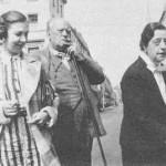 Aleister Crowley - cca. 1941 e.v. - Com Lady Frieda Harris (direita), artista das cartas do Tarot de Thoth e Catherine Falconer