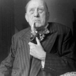 """Aleister Crowley - cca. 1943 e.v. - Em seu quarto em """"Jermyn Street, Piccadilly"""""""