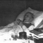 """Aleister Crowley - 1947 e.v. - Em """"Netherwood, Hastings"""", onde ele faleceu, em 1º de dezembro"""